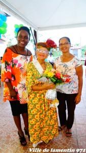 La Reine des Aines Madame Cyril Hélène,élue Reine des Aines pour la saison 2017-2018,  en compagnie de Madame Yéponde France Lise  Conseillère municipale (Solidarité,personnes âgées et personnes en état d'handicap),et Madame Maryline Jacquet Conseillère municipale (Tourisme).