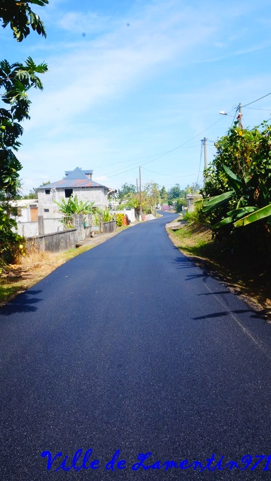 Réfection de la route de Desbonnes. Plus de 2,5 km de route réalisée.  Mars 2018
